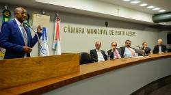 Presidente do STICC recebe Medalha de Honra ao Mérito de Porto Alegre